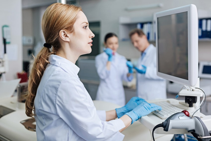 laboratory-computer-LIMS